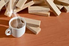 Taza de café y waffels Fotos de archivo