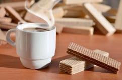 Taza de café y waffels Foto de archivo
