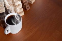 Taza de café y waffels Imágenes de archivo libres de regalías