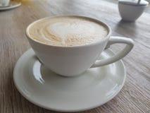 Taza de caf? con el coraz?n imagen de archivo libre de regalías