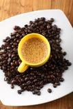 Taza de café con espuma Imágenes de archivo libres de regalías