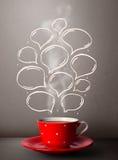 Taza de café con las burbujas dibujadas mano del discurso Foto de archivo