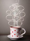 Taza de café con las burbujas dibujadas mano del discurso Fotos de archivo