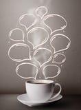 Taza de café con las burbujas dibujadas mano del discurso Fotografía de archivo