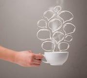 Taza de café con las burbujas dibujadas mano del discurso Fotos de archivo libres de regalías