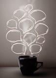 Taza de café con las burbujas dibujadas mano del discurso Imágenes de archivo libres de regalías