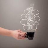 Taza de café con las burbujas dibujadas mano del discurso Foto de archivo libre de regalías