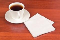 Taza de café y de servilleta Fotografía de archivo libre de regalías