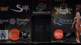 Taza de campeones del levantamiento de pesas almacen de metraje de vídeo