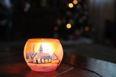 Taza de candel con la sensación de la Navidad fotos de archivo