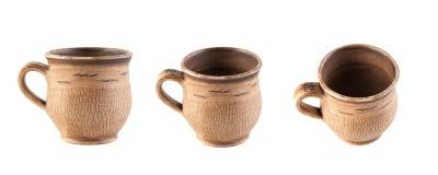 Taza de cerámica de Brown aislada en blanco Imágenes de archivo libres de regalías