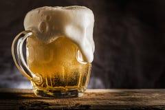Taza de cerveza Fotografía de archivo libre de regalías