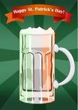 Taza de cerveza del día de Patricks del santo en colores de f irlandesa Imagenes de archivo