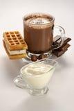 Taza de chocolate caliente y de oblea Fotos de archivo