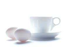 Taza de cofee y huevos para el desayuno Fotos de archivo libres de regalías