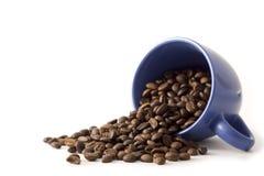 Taza de Coffe con las habas Fotos de archivo