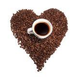 Taza de coffe con las habas del coffe Fotografía de archivo libre de regalías