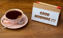 Taza de coffe en la tabla de madera Foto de archivo libre de regalías