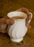 Taza de consumición de primer del té Fotos de archivo libres de regalías