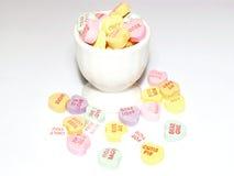 Taza de corazones del caramelo Fotografía de archivo libre de regalías