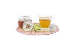 Taza de cristal con té fotografía de archivo libre de regalías