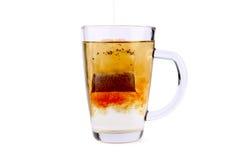 Taza de cristal del té con la bolsita de té Fotografía de archivo libre de regalías