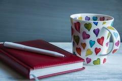 Taza de cuaderno del té y del papel imagen de archivo libre de regalías