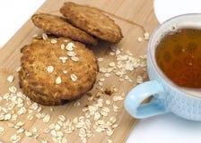 Taza de galletas de harina de avena de café foto de archivo libre de regalías