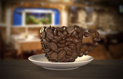 Taza de granos de café Foto de archivo libre de regalías