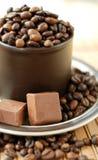 Taza de granos de caf Fotografía de archivo libre de regalías