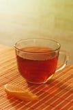 Taza de jalea del té y de fruta en un paño de vector de bambú Imagen de archivo