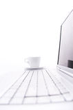 Taza de la computadora portátil y de café Fotografía de archivo