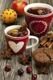 taza de la Navidad con el mollete del chocolate Fotografía de archivo libre de regalías