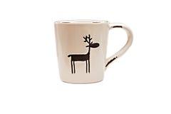 Taza de la Navidad con el reno aislado Foto de archivo libre de regalías