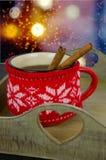 Taza de la Navidad de té y de especias Imagen de archivo libre de regalías