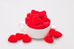 taza de la sopa con la tarjeta del día de San Valentín Imágenes de archivo libres de regalías