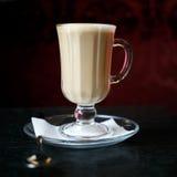 Taza de latte Foto de archivo libre de regalías