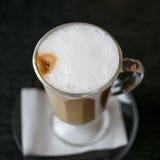 Taza de latte Fotografía de archivo libre de regalías