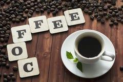 Taza de letras del café y de los granos de café Imagen de archivo libre de regalías