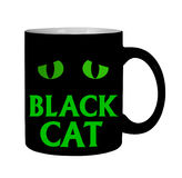 Taza de los ojos de gato negro, aislada Fotos de archivo libres de regalías