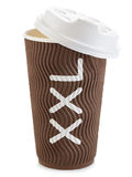 Taza de papel de Brown de primer del café o del té aislado en el fondo blanco Fotografía de archivo libre de regalías