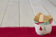 Taza de regalo de la Navidad del dulce de azúcar del caramelo Fotos de archivo