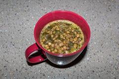 Taza de sopa de lenteja nutritiva Imagen de archivo
