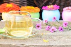 Taza de té con diversas flores Fotos de archivo