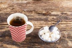 Taza de té con el azúcar Fotos de archivo libres de regalías