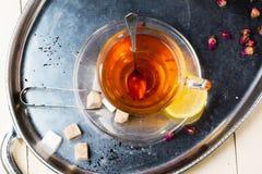 Taza de té con el azúcar y el limón Fotografía de archivo