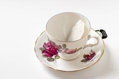 Taza de té con el bolso Fotos de archivo libres de regalías