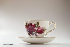 Taza de té con el bolso Imagenes de archivo