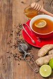 Taza de té con el jengibre, la miel y el limón Imagenes de archivo