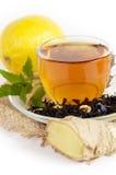 Taza de té con el jengibre, limón fotografía de archivo libre de regalías